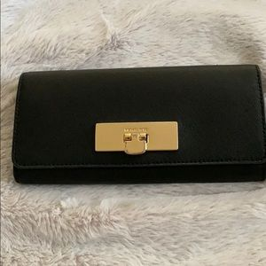 Micheal Kors callie wallet black Price Negotiable